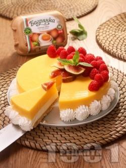 Вкусен чийзкейк с бисквити, без печене с ванилия, лимон, маскарпоне, сладкарска сметана, кондензирано мляко, пресни малини и яйца Багрянка - снимка на рецептата